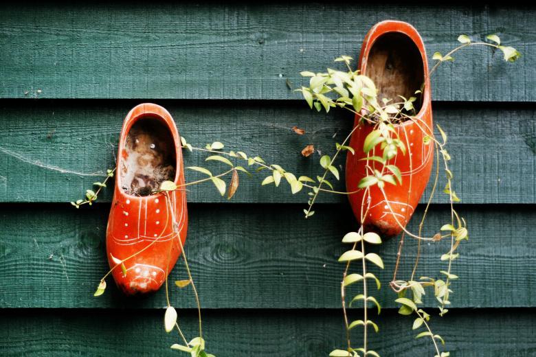 origin-of-wooden-clogs-claire